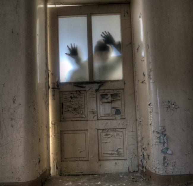 Zombie, Hände, Keller